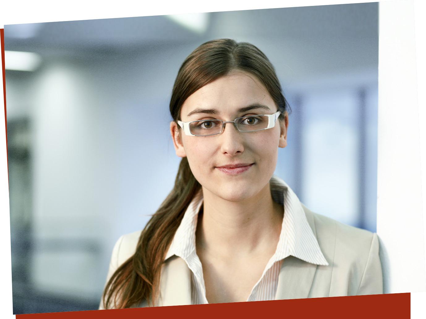 Julia Wittek, Recruiting, EOS Serviceline, seit fünf Jahren im Unternehmen. Ihr gefällt die Sonderstellung von EOS: wendig wie ein Mittelständler, solide wie ein Konzern.